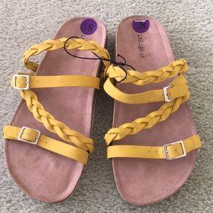 Indigo Rd Yellow stewpot sandals size 8.5